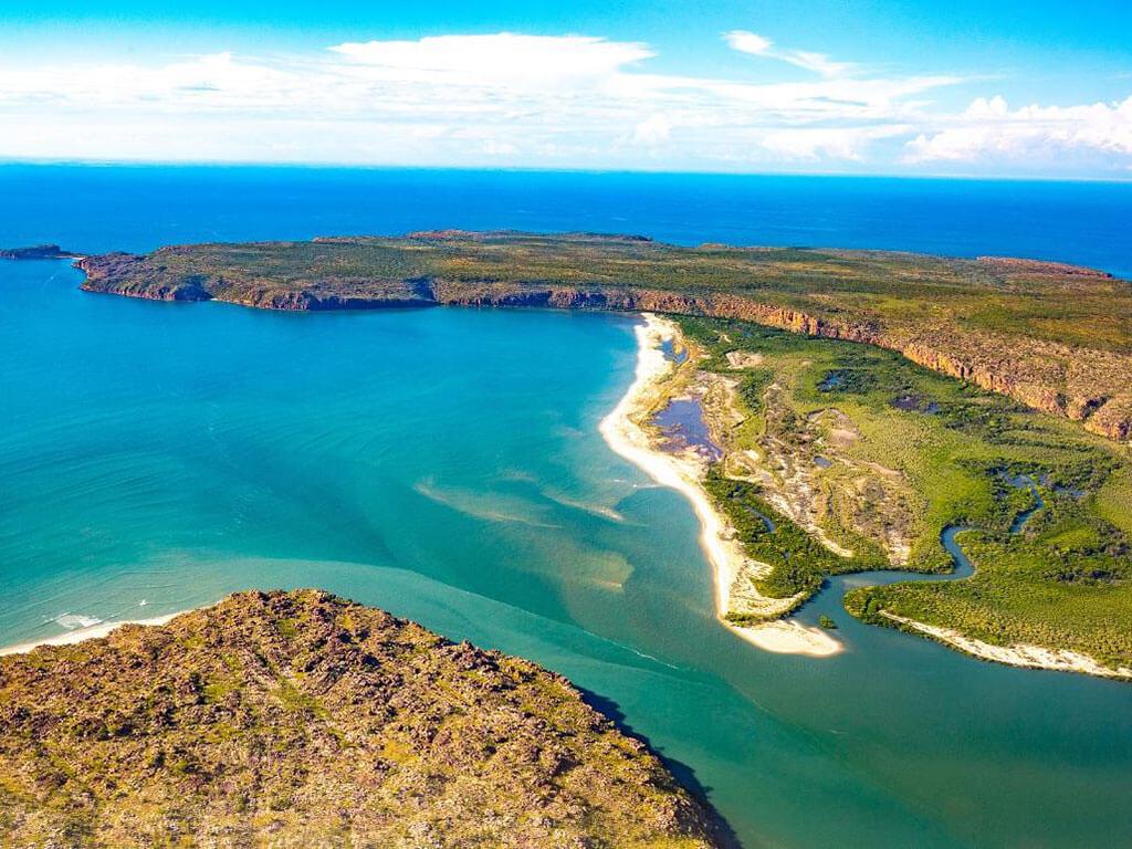 Wandjina Coast Tour | Discover the Kimberley Coast with Kingfisher Tours